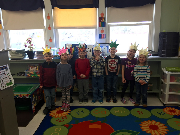 Kindergarteners in their 100 day crowns!