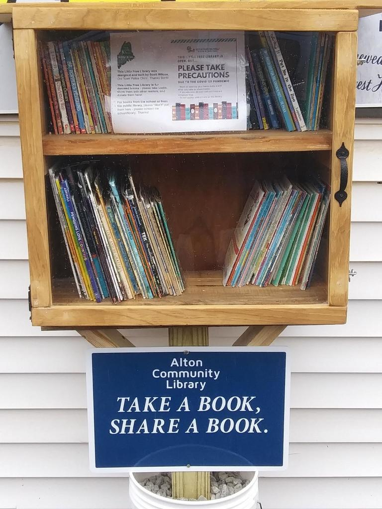 Alton now has a little library at Alton Grocery!